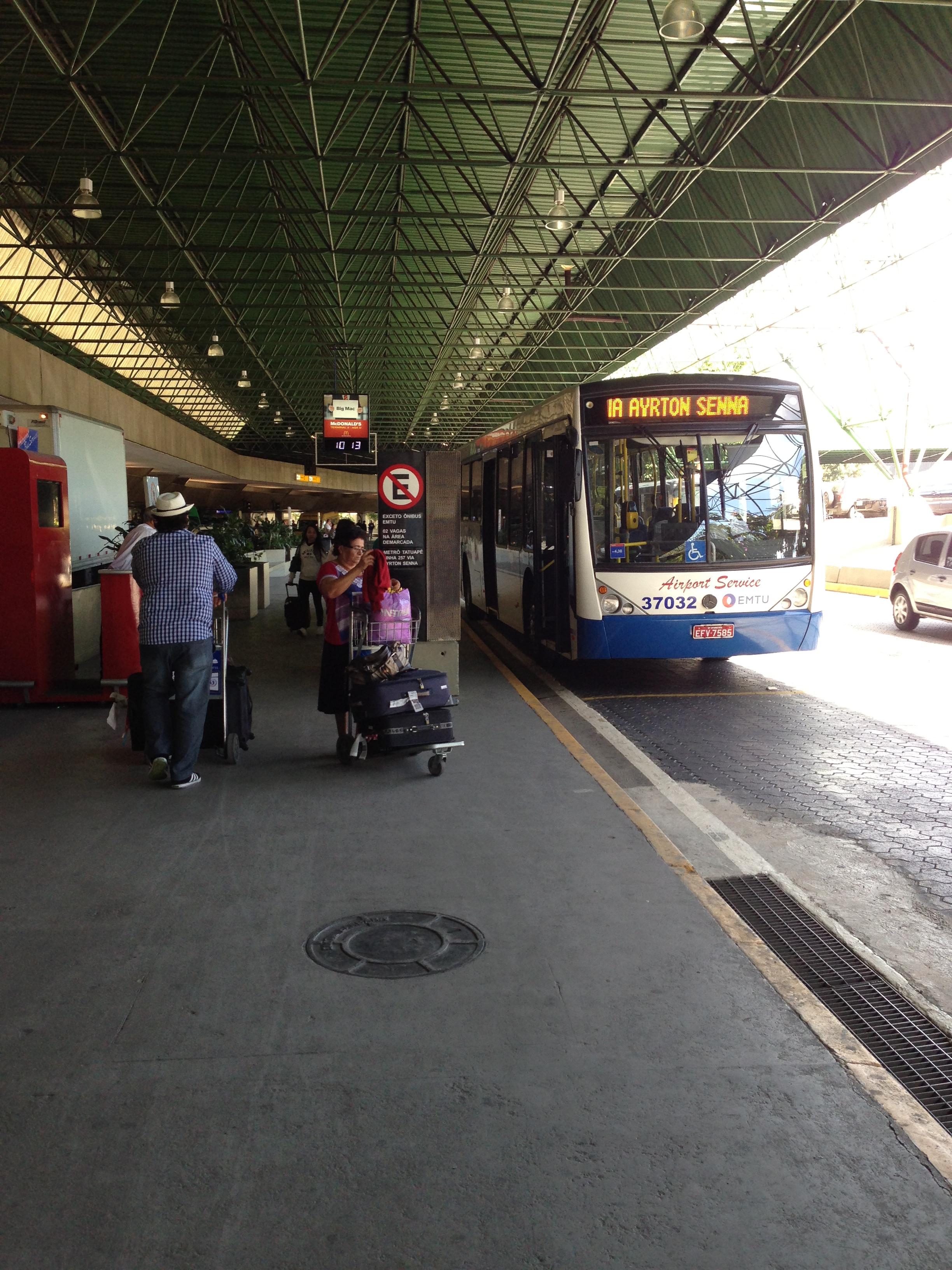 Aeroporto Gru : Ônibus barato no aeroporto de guarulhos em são paulo viagem massa