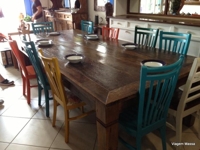 mesa rústica cadeira coloridas