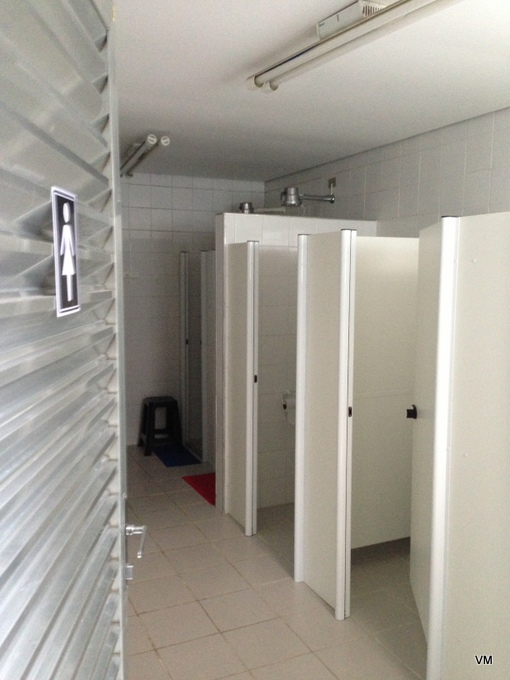 Banheiro feminino do hostel