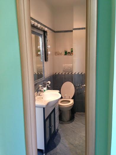 o banheiro da suíte, sem ducha