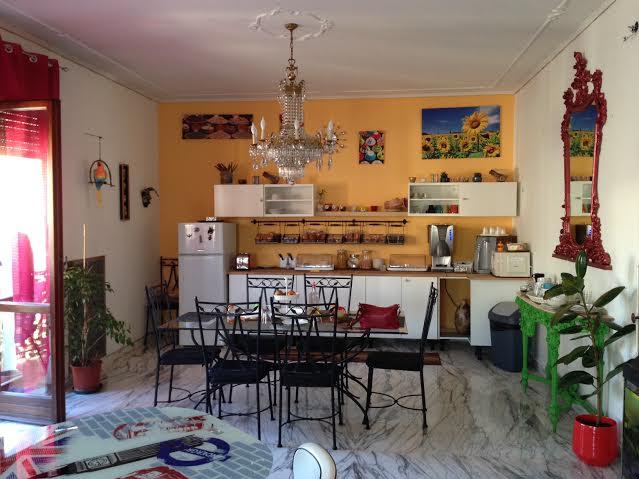 A cozinha cheia de cores. Adoro!