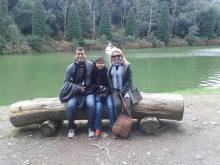 A Aymée, o marido e o filho no Lago Negro.